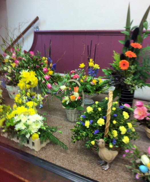 Flower arranging led by Lynne March 2018 - photo 1