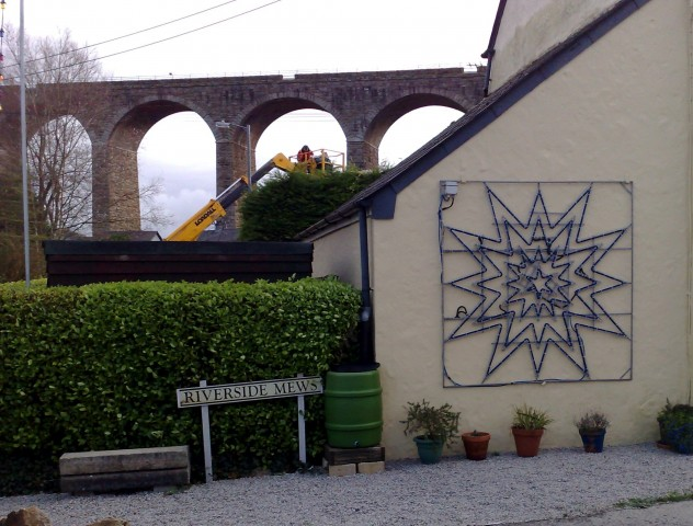 Flashing Star at Riverside Mews