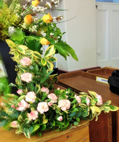 Flower arranging led by Lynne Spring 2019 - photo 3