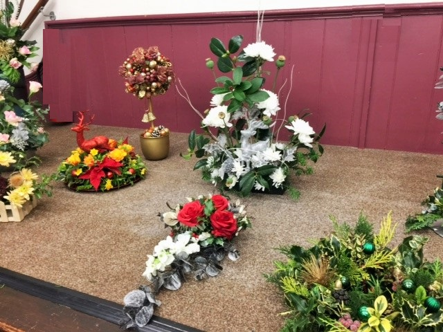 Flower arranging led by Lynne Christmas 2019 - photo 2